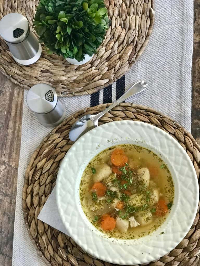 Tackle that crazy evening with a quick and easy instant pot low carb dinner that everyone in your family will love! With your instant pot you can make your low carb and keto chicken soup in no time! Finding time to make a healthy dinner recipe at night is hard, but not with this healthy keto soup! #keto #ketogenic #lchf #lowcarb #chicken #instapot #healthyrecipe